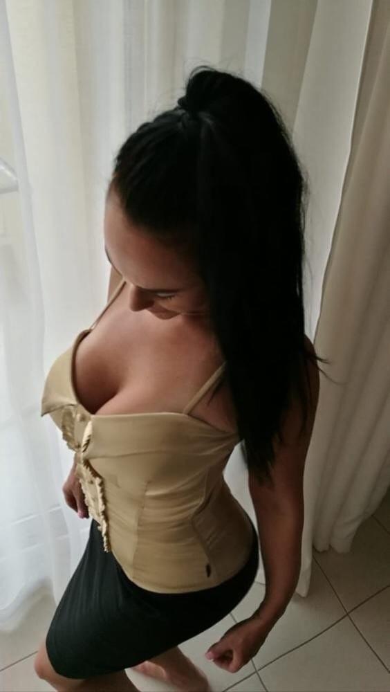 Çekici masaj yapan kadın Benian
