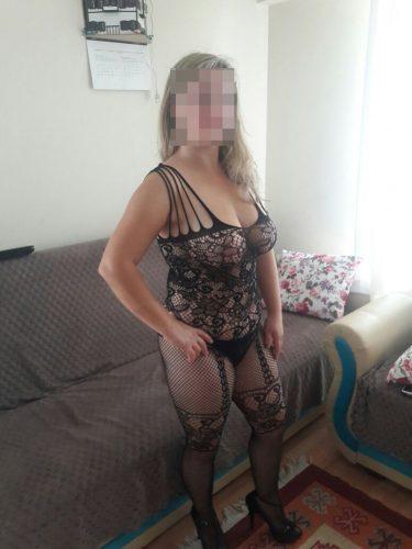 Seksi sarışın eskort Nural